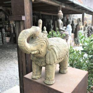 slon - socha z lávového kamene