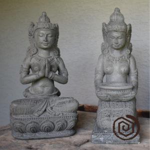 Tara - miska - svícen a gesto pozrdavu
