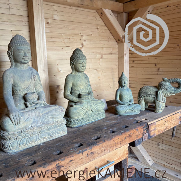 Sochy a sošky z lávového kamene - Tichý prostor Mukařov u Říčan - Energie KAMENE